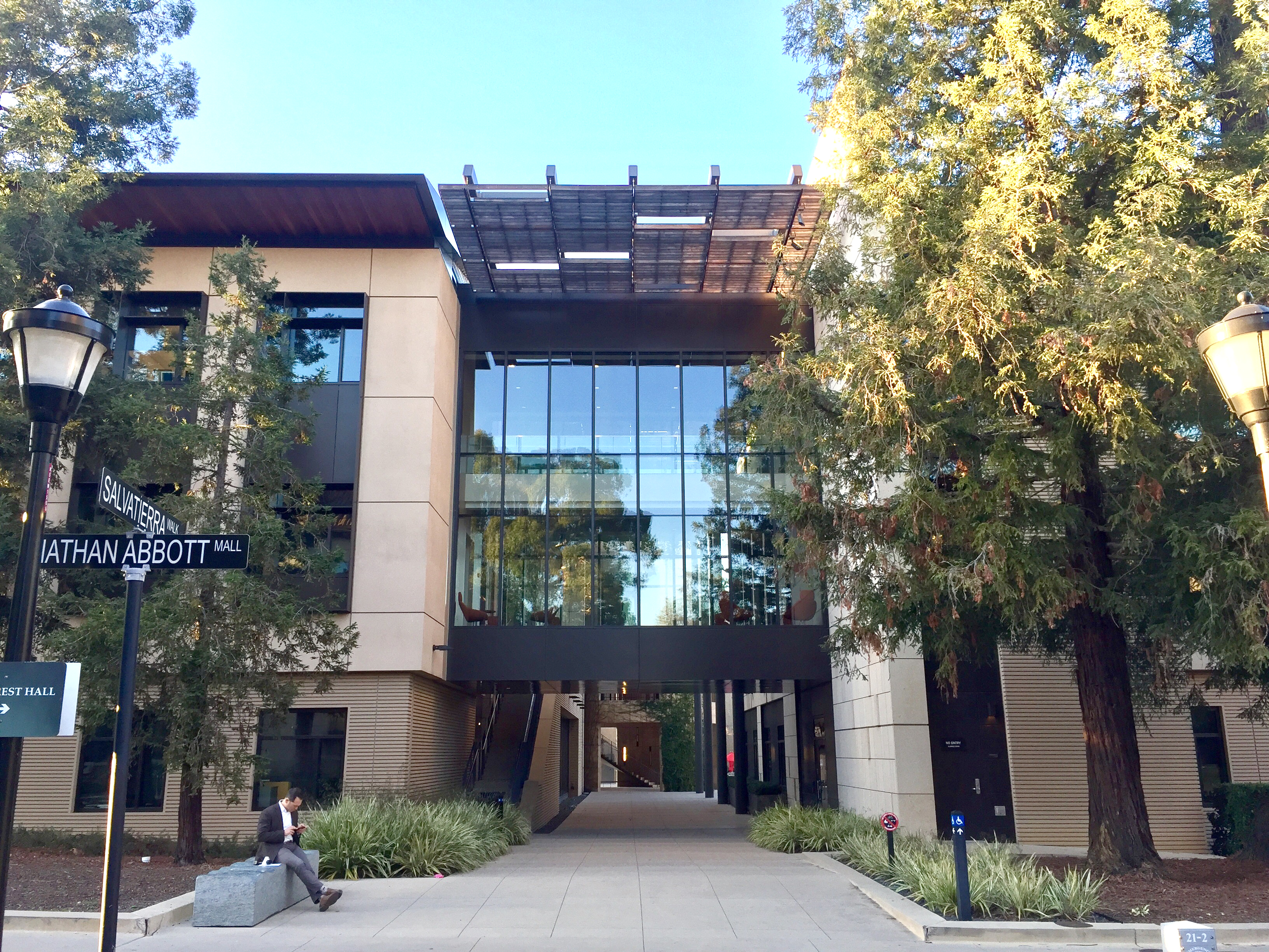 Stanford Law School - Palo Alto Daily Post