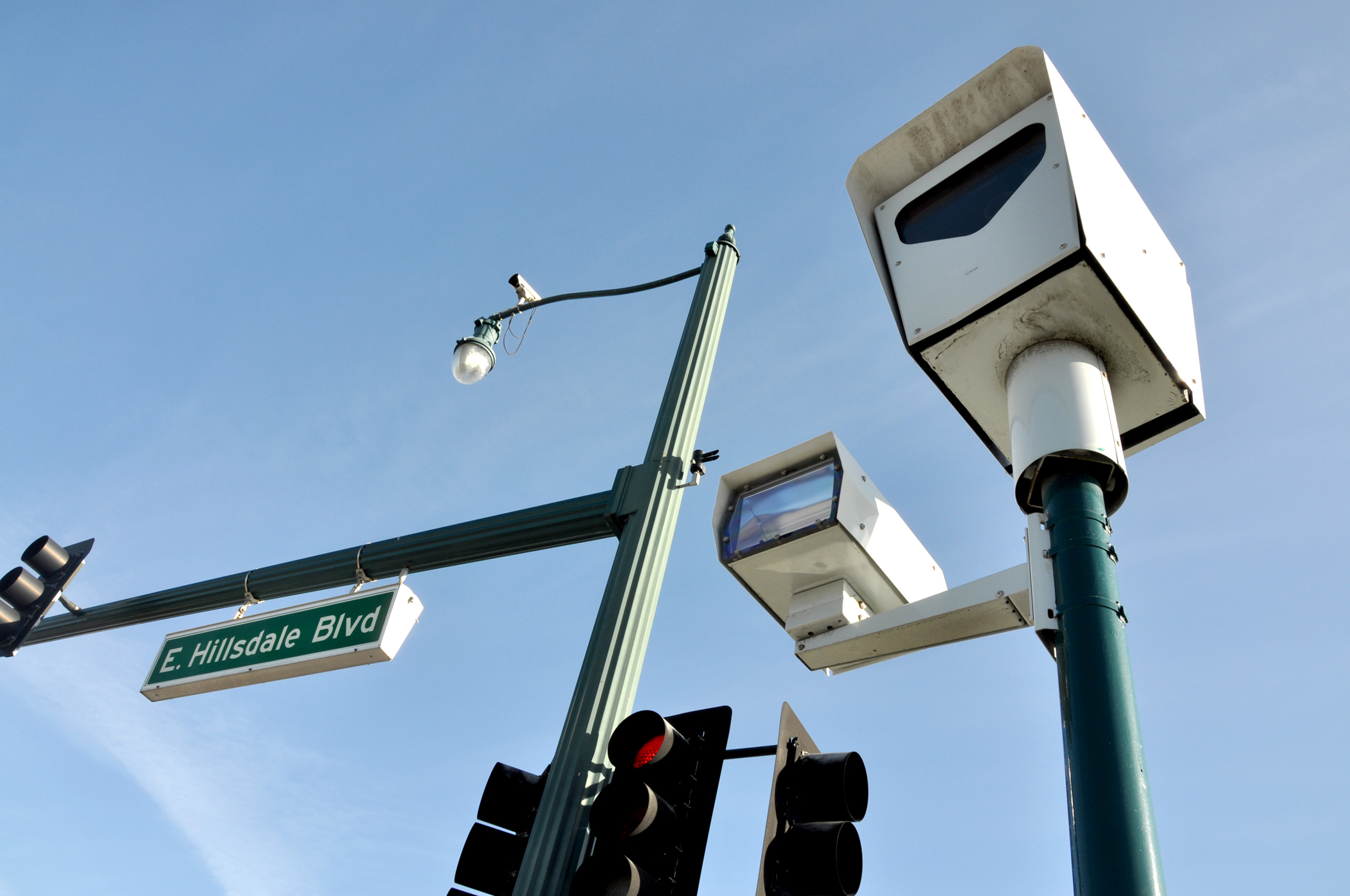 City ends red-light camera program, will dismiss or refund 1,000 tickets -  Palo Alto Daily Post